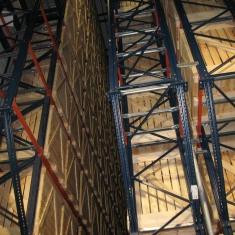 Ligne automatisée d'empilage haut avec caisses en bois