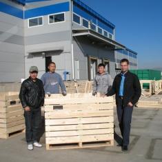 Realisierung Montage von Holzkisten zur Lagerung in jedem Land