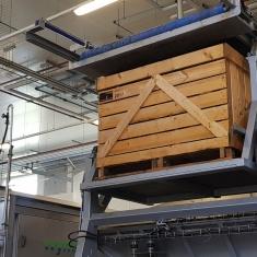 automatisierte Linie zum Sortieren von Gemüse in Palettenbehältern