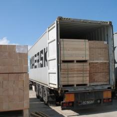 exportation de caisses en bois par conteneurs maritimes